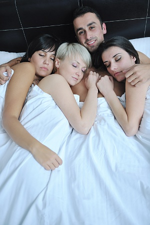 meet swinger - uk guy with three sleeping girls in bed