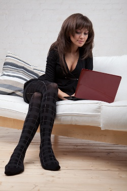 swinger woman browsing swinger site