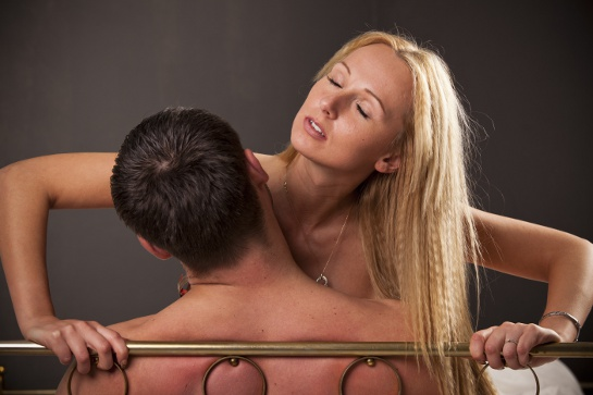 couple in house swingers party